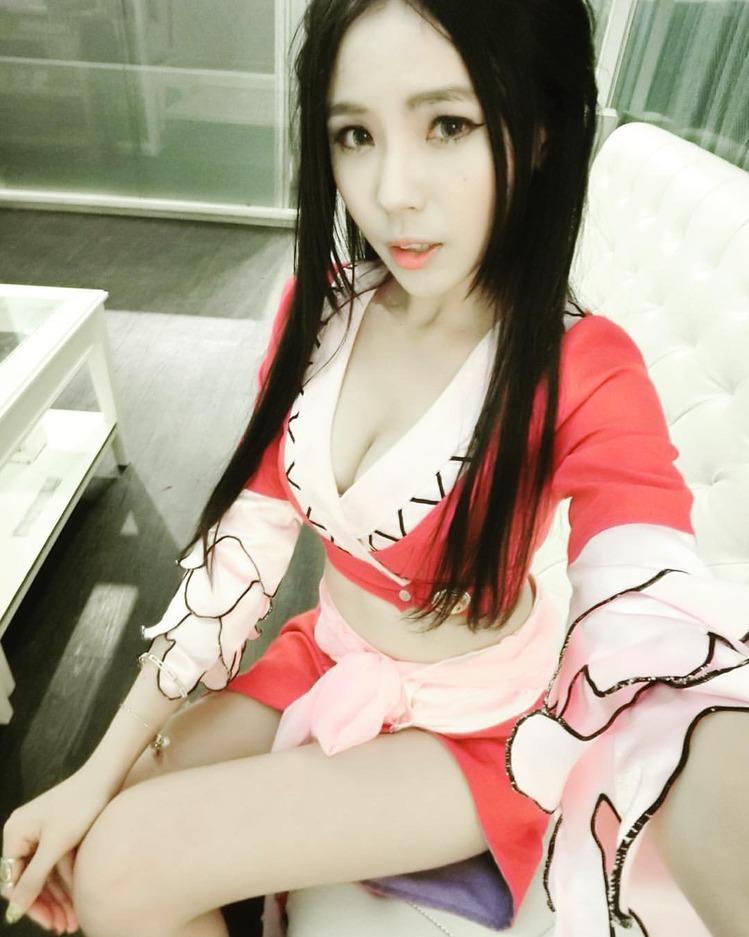 花蓮外送茶吹簫女王~性感美容師短期兼職 擁有魔鬼身材,性感翹臀白嫩肌膚